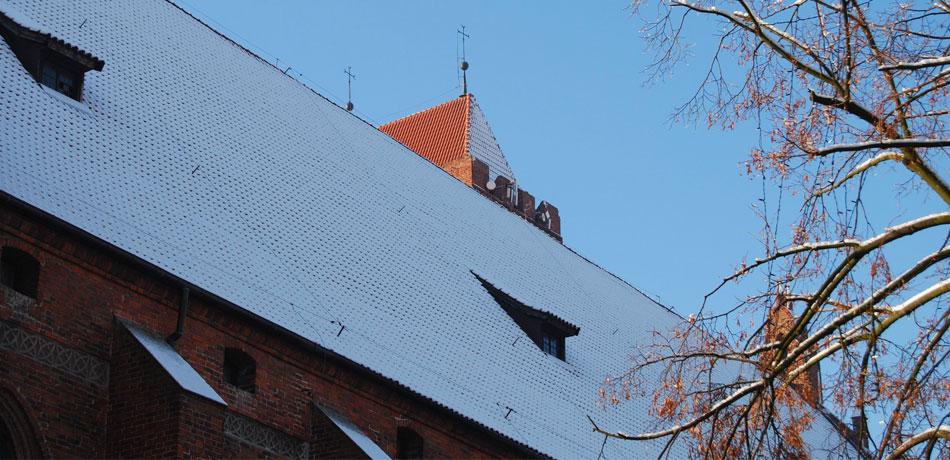 katedra_dach_zasniezony