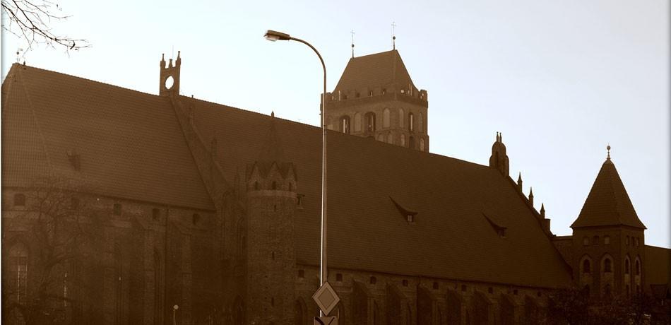 katedra_w_sepii